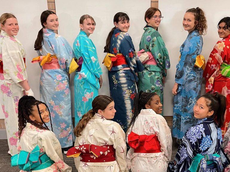 Students studying Japanese visit UWA